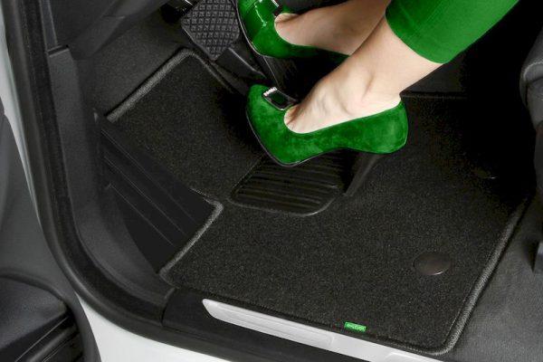 Как подобрать коврики в машину?