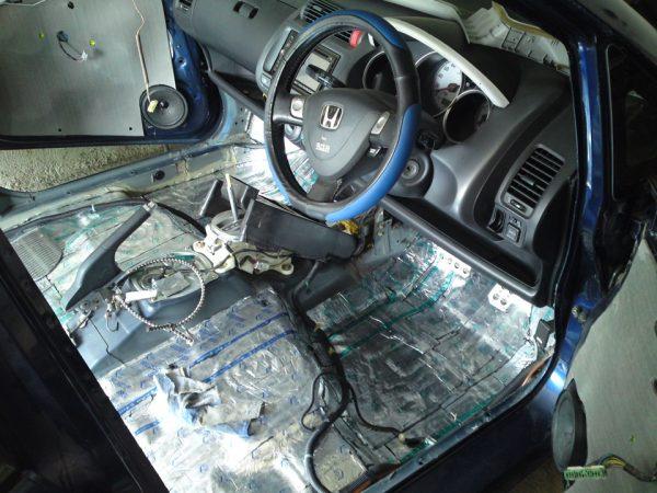 Как сделать шумоизоляцию в машине?